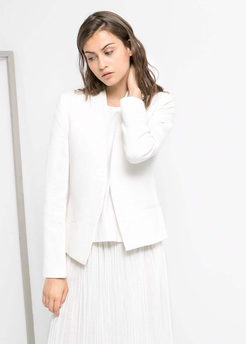 Mariez nos vestes et vestons à votre look bureau classique ou à votre style élégance urbaine en les agençant à vos jupes et pantalons.