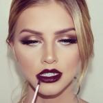 Trois raisons de ne pas choisir un rouge à lèvres rouge pour Noël.