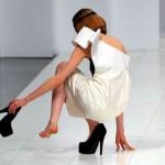 Talons hauts pour les filles maladroites: des souliers faciles à porter pour l'été!