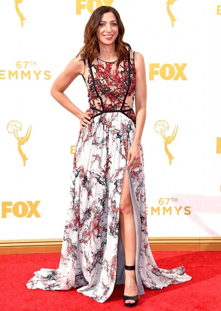 Chelsea Perreti, emmys 2015, brooklyn 99, tapis rouge, robe