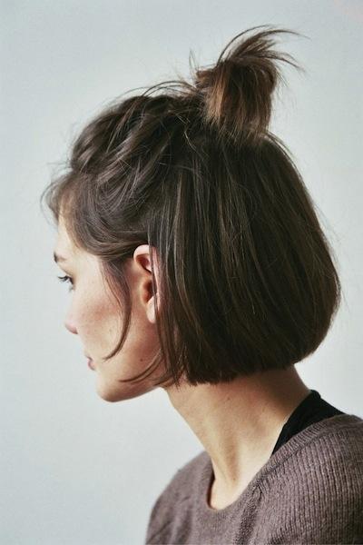 Comment coiffer nos cheveux courts - Le Cahier
