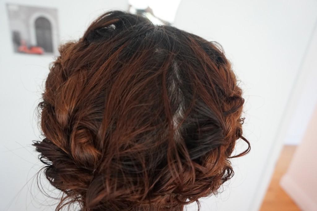 Cheveux courts, tresses, couronnes, frisés