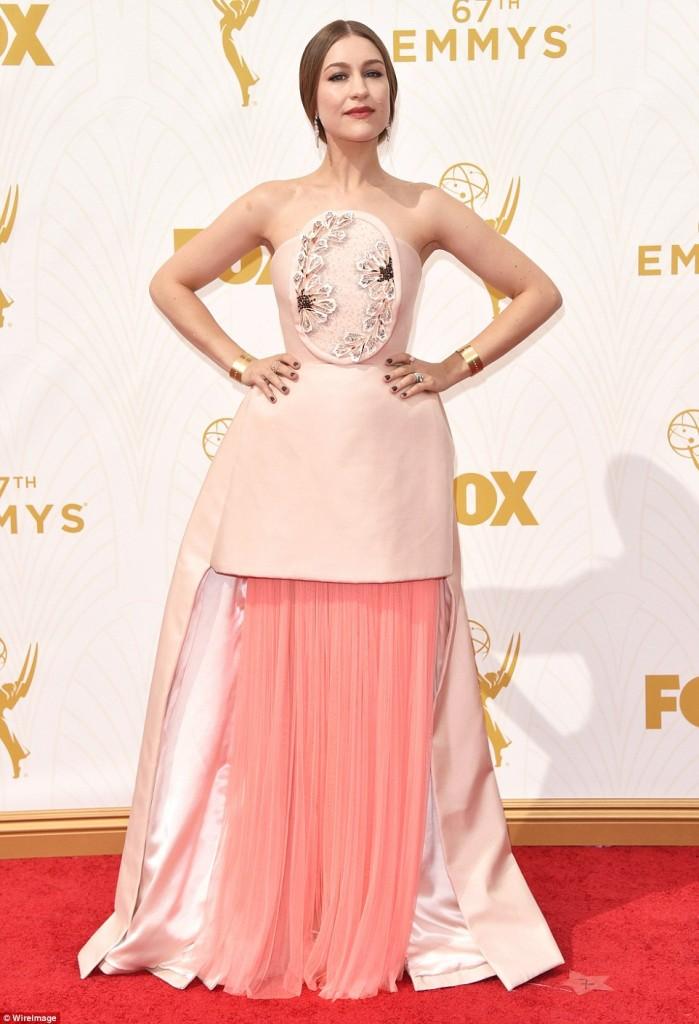 Joanna Newson, robe, rose, emmys 2015, tapis rouge, Adam Samberg