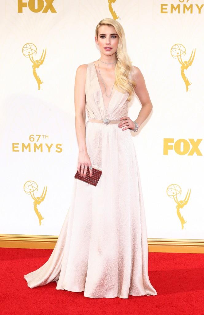 Emmys 2015, emma roberts, robe, red carpet