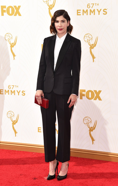 carrie brownstein, emmys 2015, classique, androgyne, tapis rouge