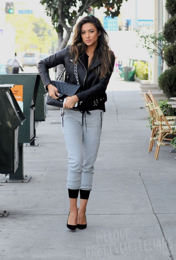 shay-mitchell-casual-street-style-out-for-lunch-with-friends-march-2014_1