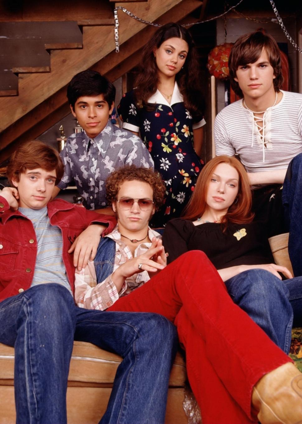 http-::www.nydailynews.com:entertainment:gossip:mila-kunis-ashton-kutcher-reunite-70-show-costars-article-1.1480709