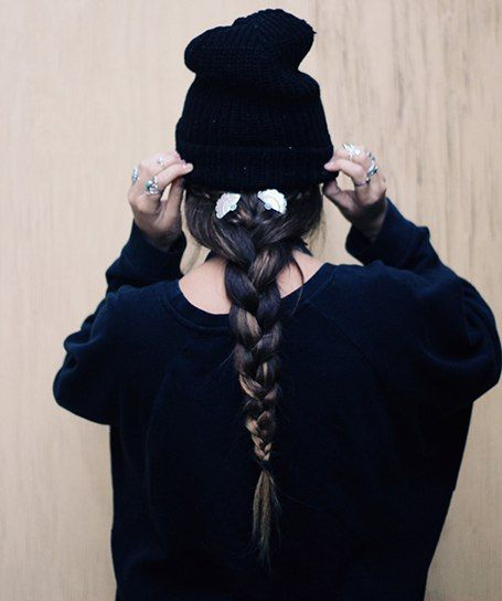 chapeau, tuque, beanie, tresse, braid, hairstyle, messy, bad hair day, tendance, mode, fashion, hiver