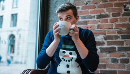 Look Charles-O : Beau tricot et latte trop chaud