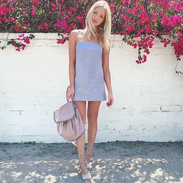 Shea Marie, blonde, Californie, bloggeuse, mode, lifestyle, Peache Love Shea, street style, robe, bleu, pastel