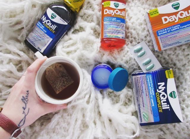 Nyquil, Dayquil, Vicks, pharmacie, maladie, grippe, virus, journée, repos, calme