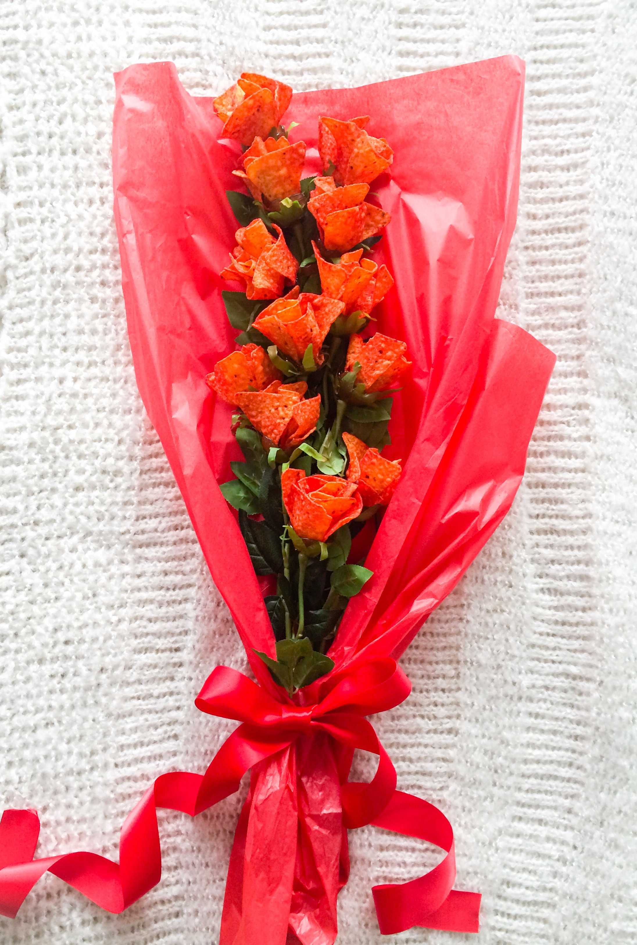 la st-valentin autrement: un bouquet de roses en doritos! - le cahier