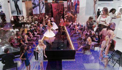 Montréal accueille la plus grande exposition de Barbies Haute Couture!