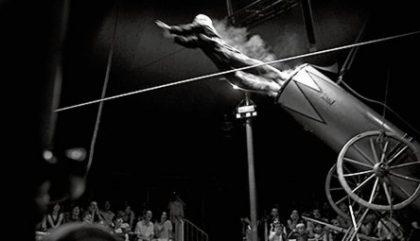 Acrobate, circacien, funambule, david dimitri, homme cirque, TOHU, montréal, article, blog le cahier, blog, blogueur, cirque, multidiciplinaire