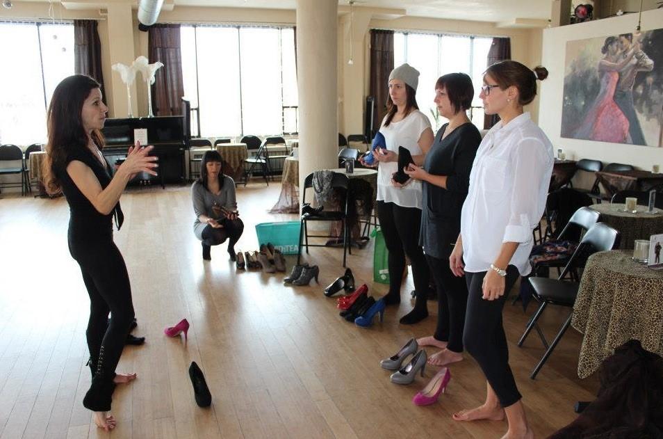 femmes, chaussures, salle