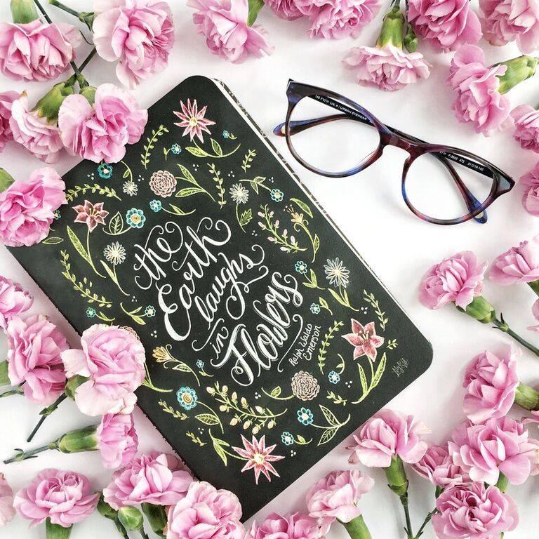 lunettes, cahier, fleurs
