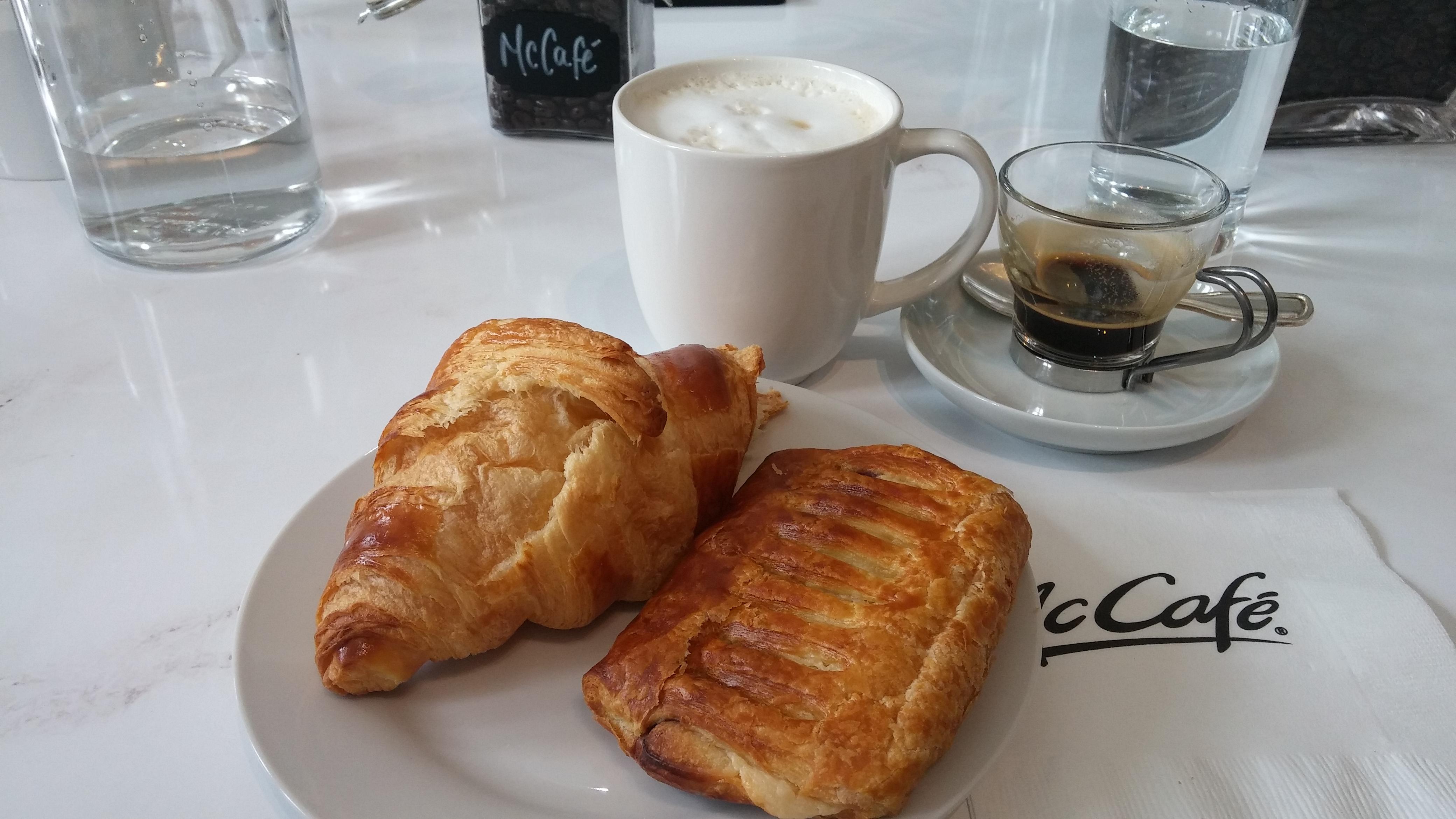 café, croissant, espresso