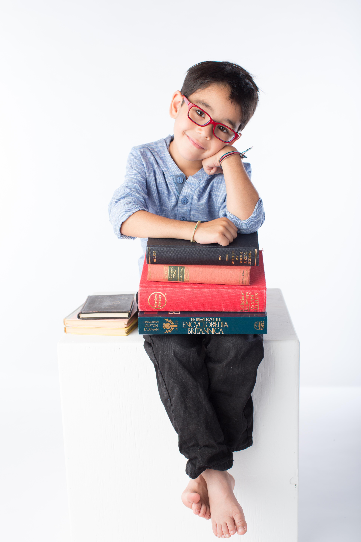 enfant, lunettes, livres
