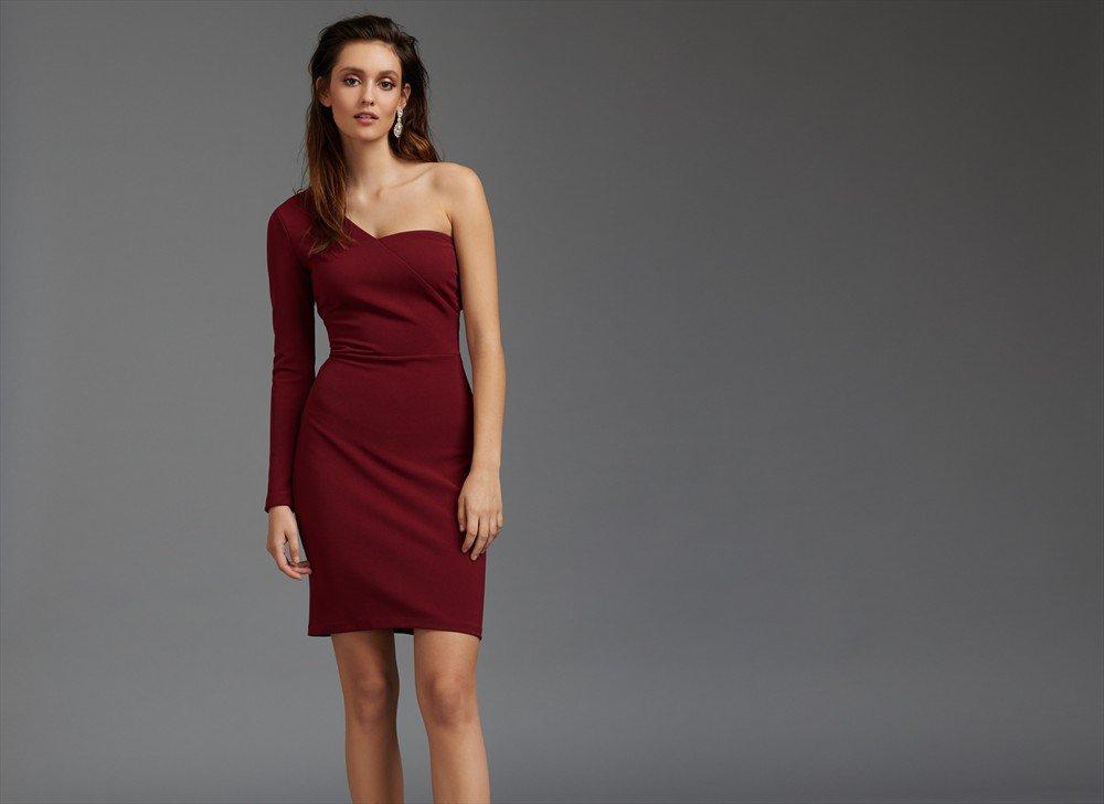 robe, rouge, épaules