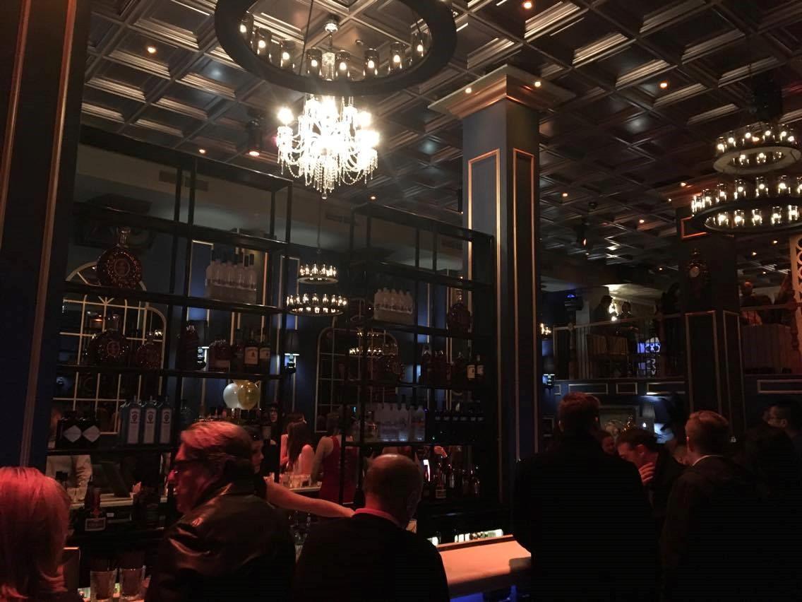 lumières, gens, bar