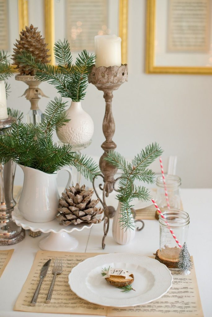 une-decoration-de-table-de-noel-nature-et-forestiere_5135915
