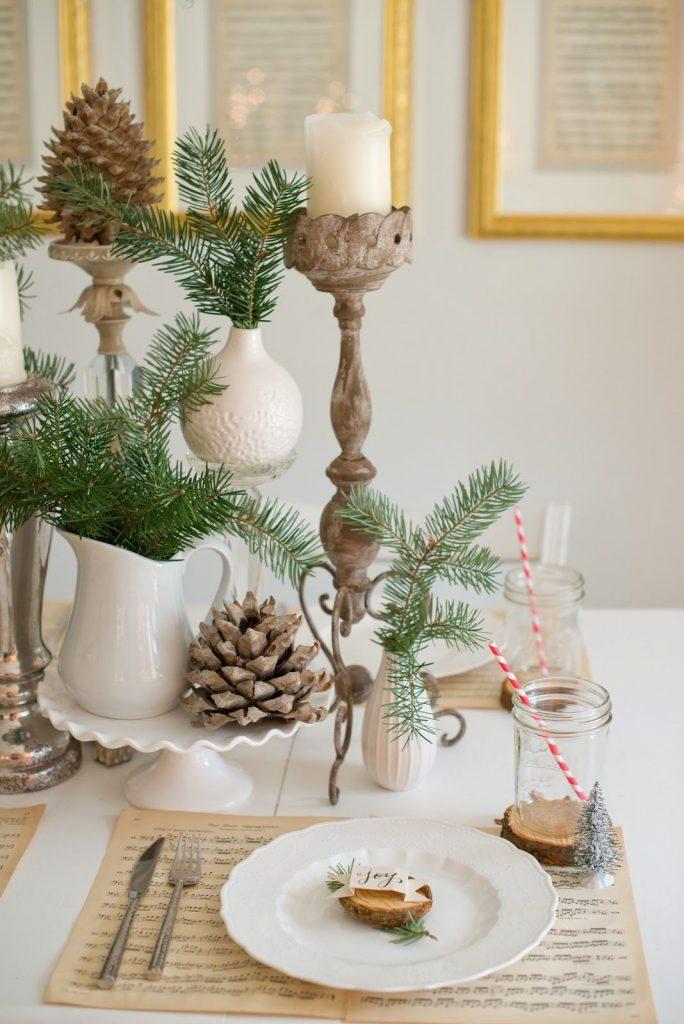 une-decoration-de-table-de-noel-nature-et-forestiere_5135915
