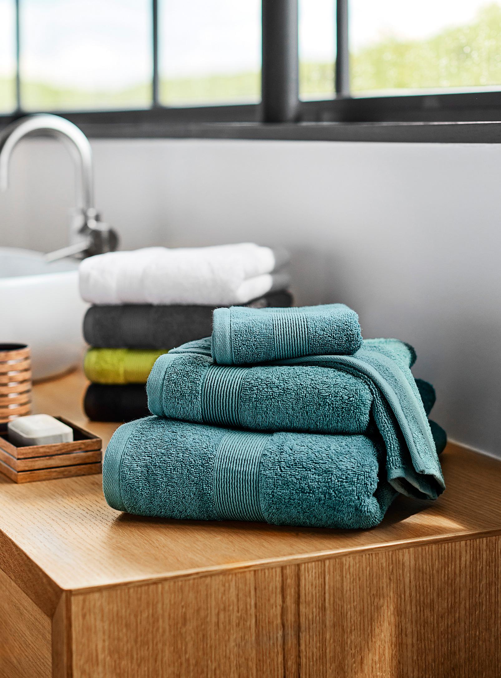 serviettes de bain, salle de bain
