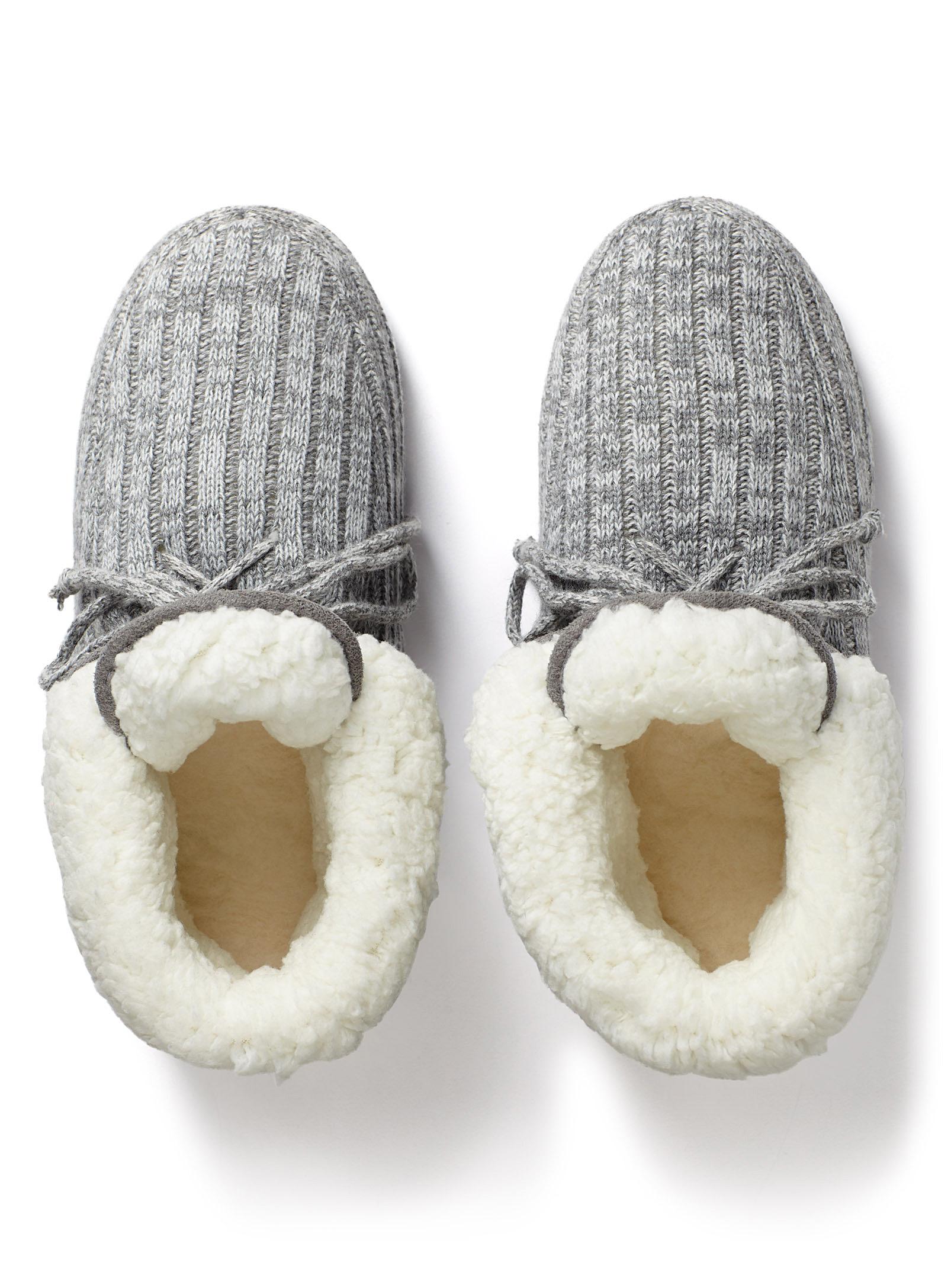 bottes, bas de laine, pantoufles