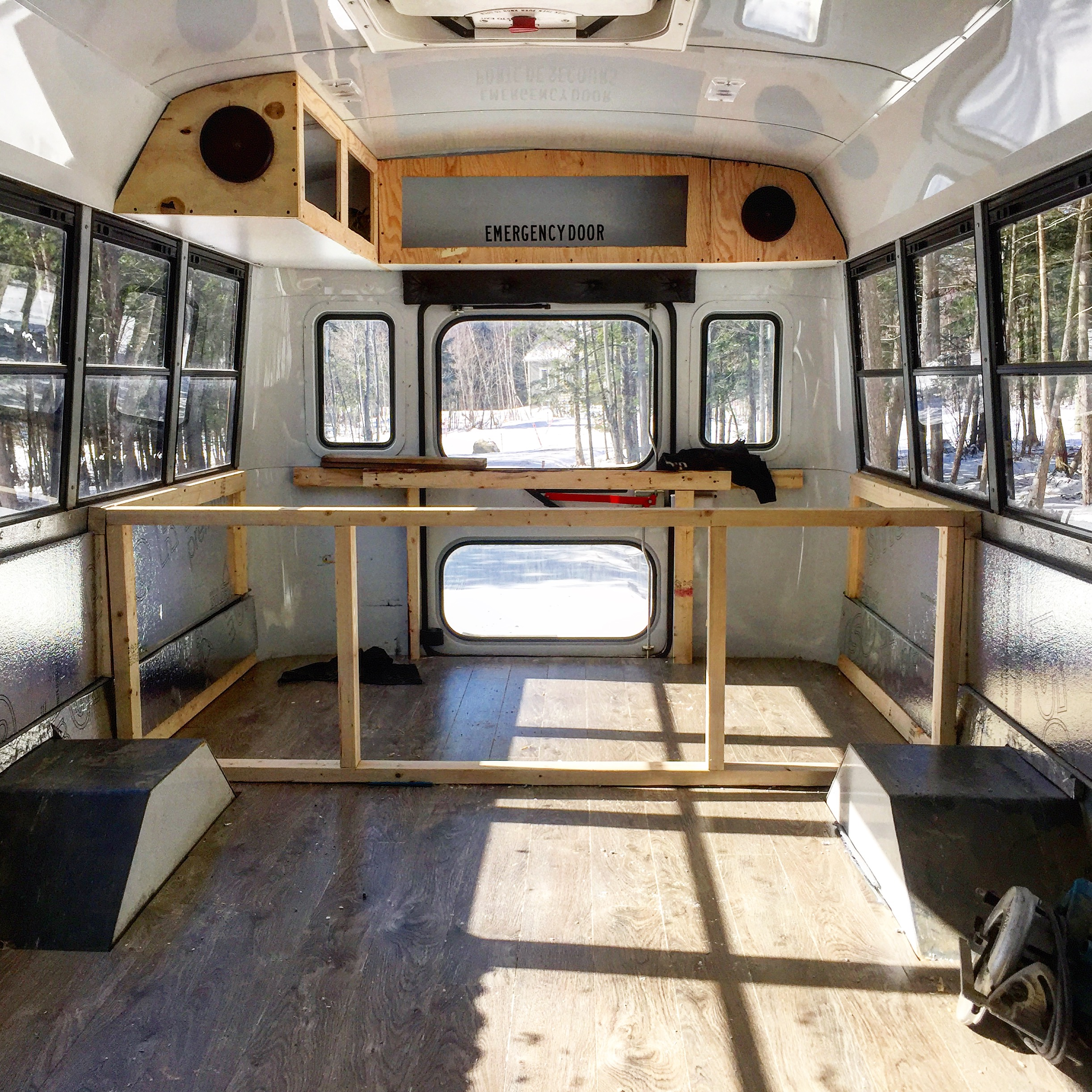 autobus scolaire trip voyage conversion nettoyage rénovation