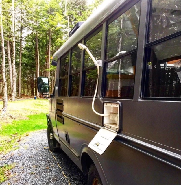 douche extérieure voyage trip rénovation bus autobus