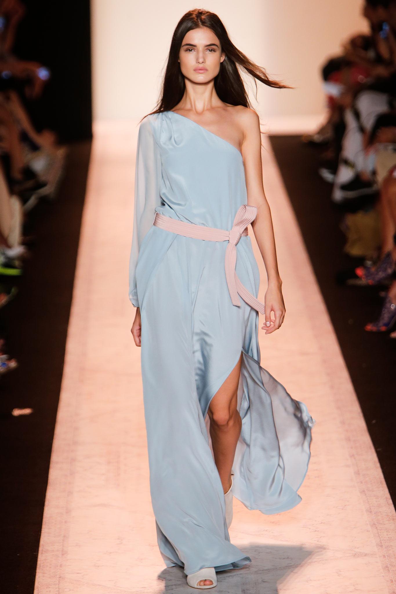 coupe asymétrique mode vêtement linge Fashion show
