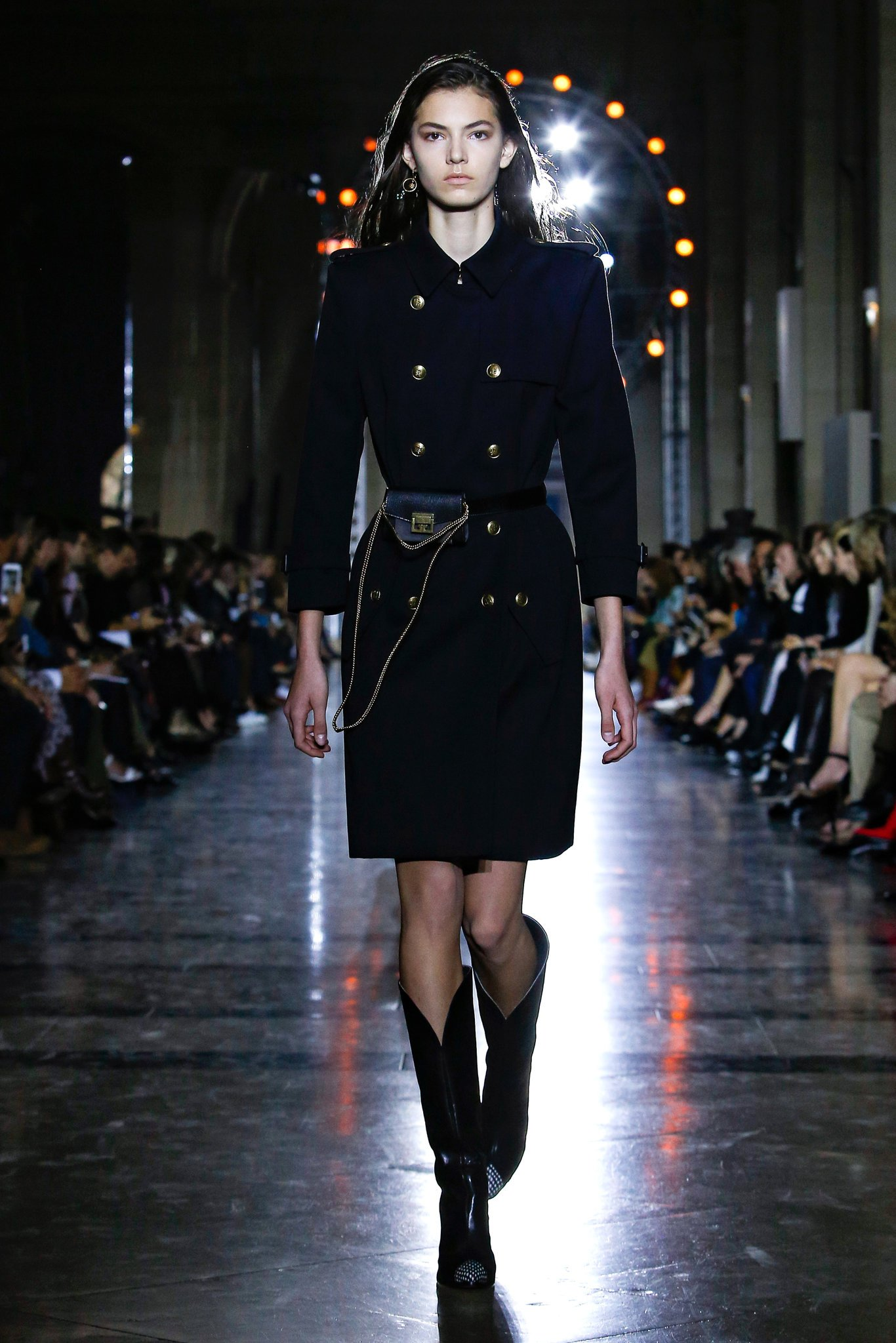 Mode Fasion Show vêtement printemps design trench couleurs manteau