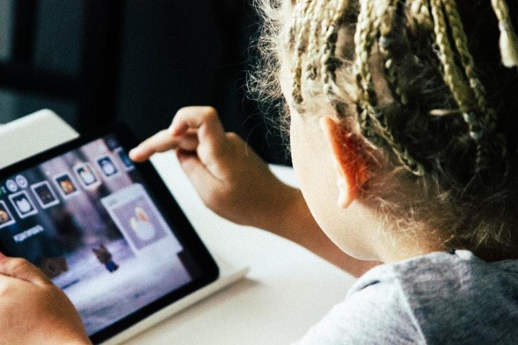technologie enfants télévision ordinateur ipad tablette électronique médias