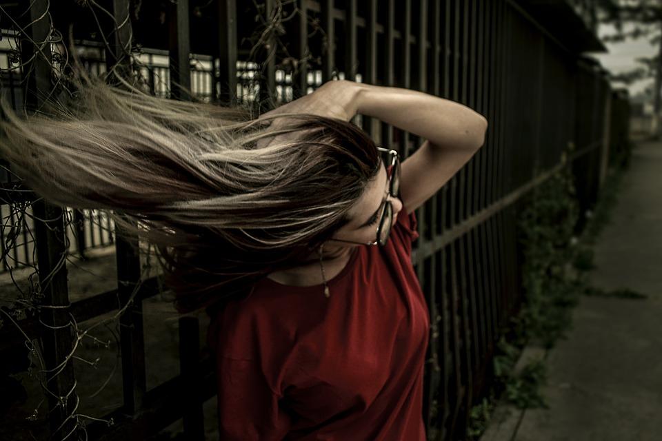 Cheveux dans le vent