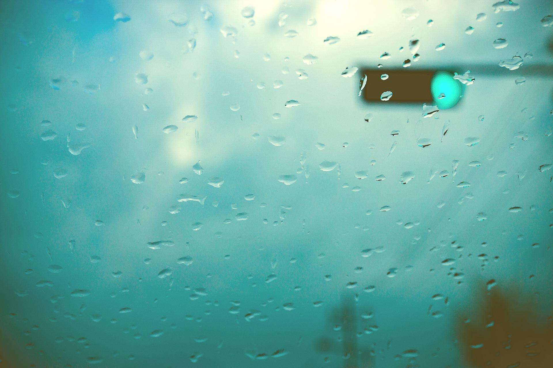 gouttes de pluie sur fenêtre