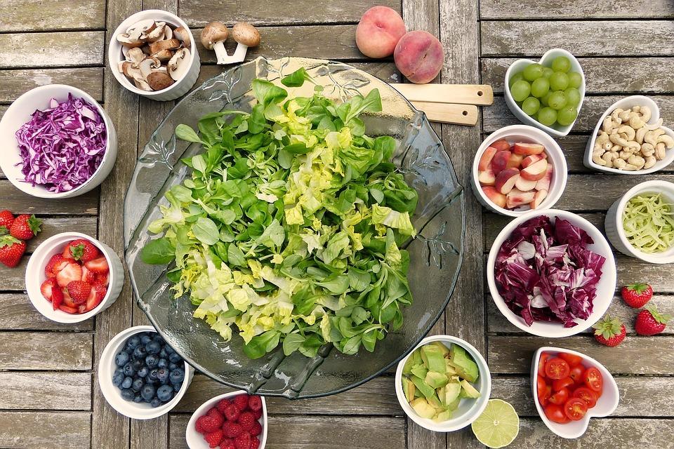 https://pixabay.com/fr/salade-fruits-fruit-baies-écrous-2756467/