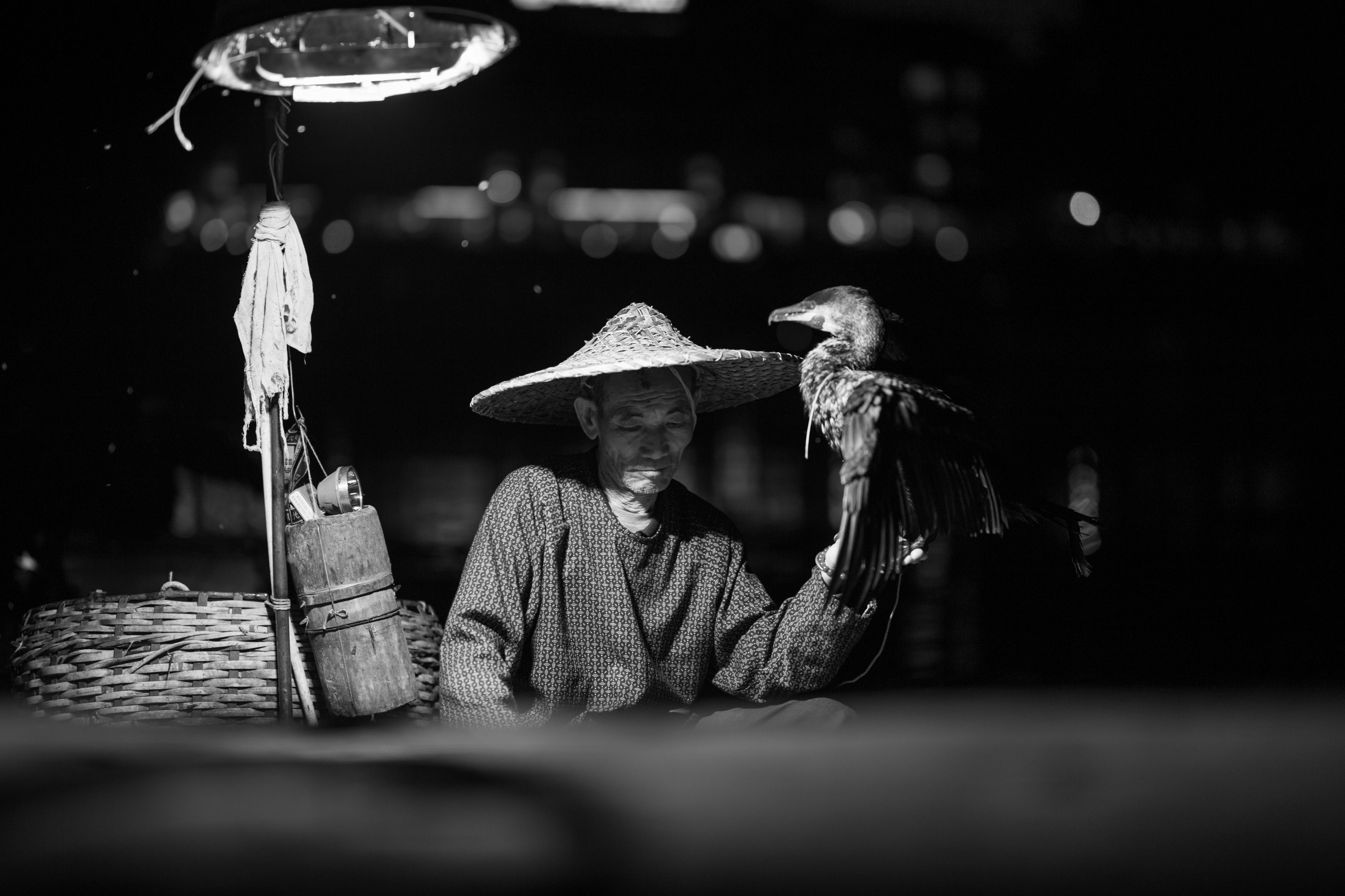 chine homme chapeau oiseau noir et blanc