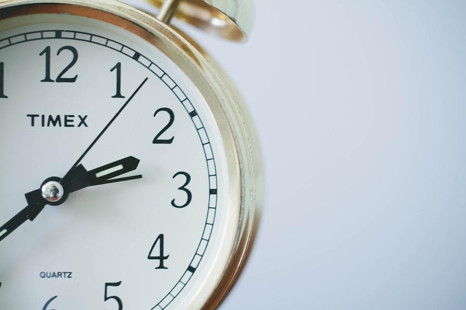horloge temps fond blanc