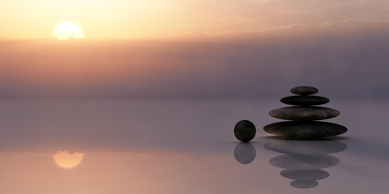 balance roches coucher de soleil