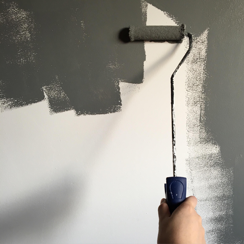mur peint en gris