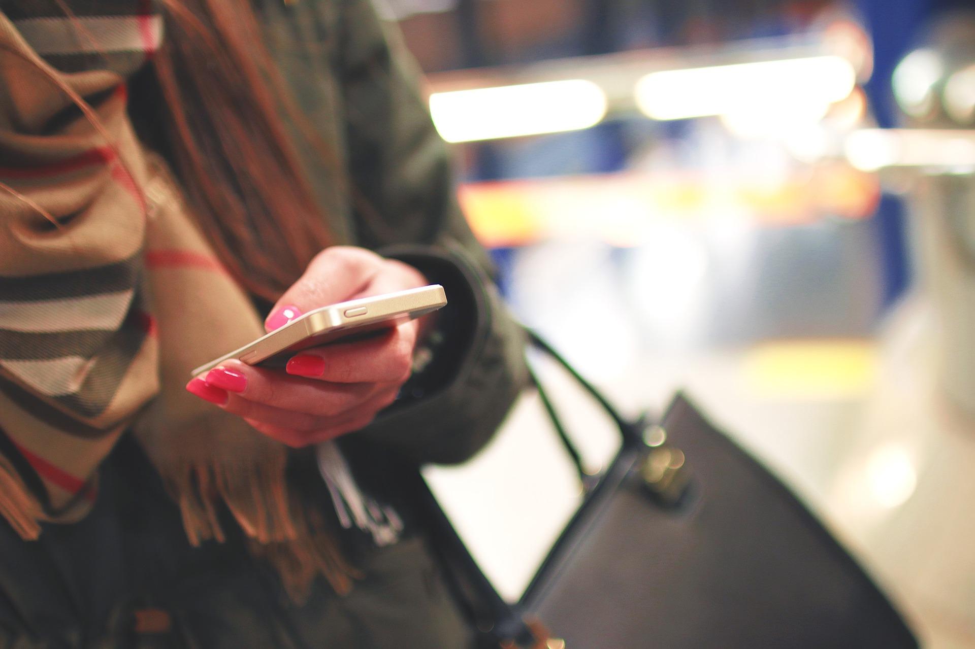fille téléphone texte