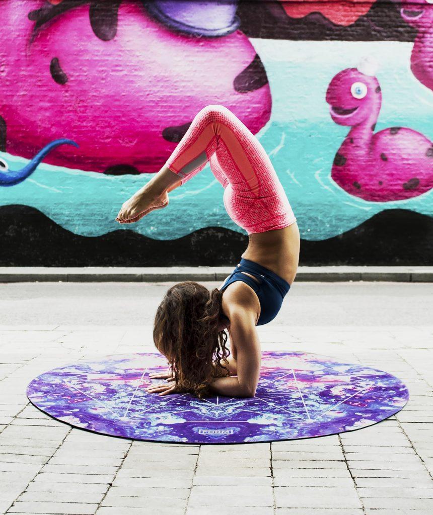 fille yoga rose