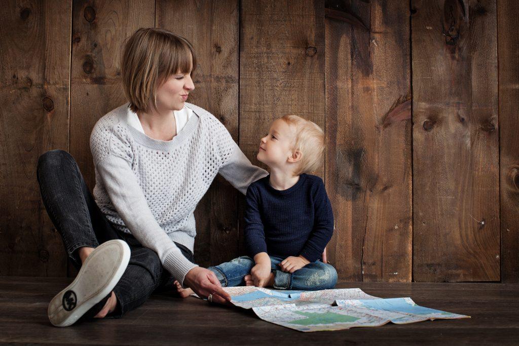 Maman et enfant fréquentation