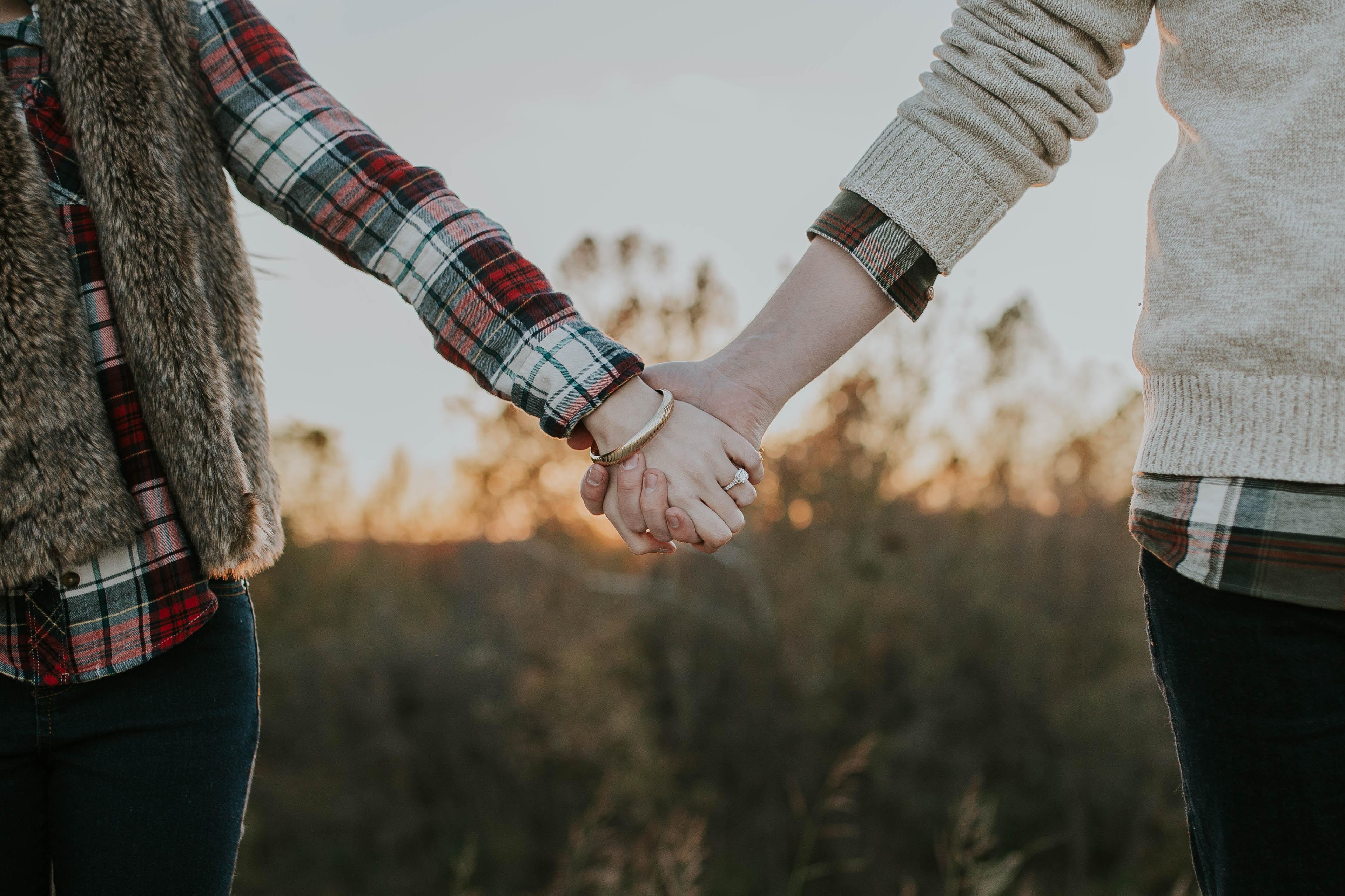 se tenir la main homme femme