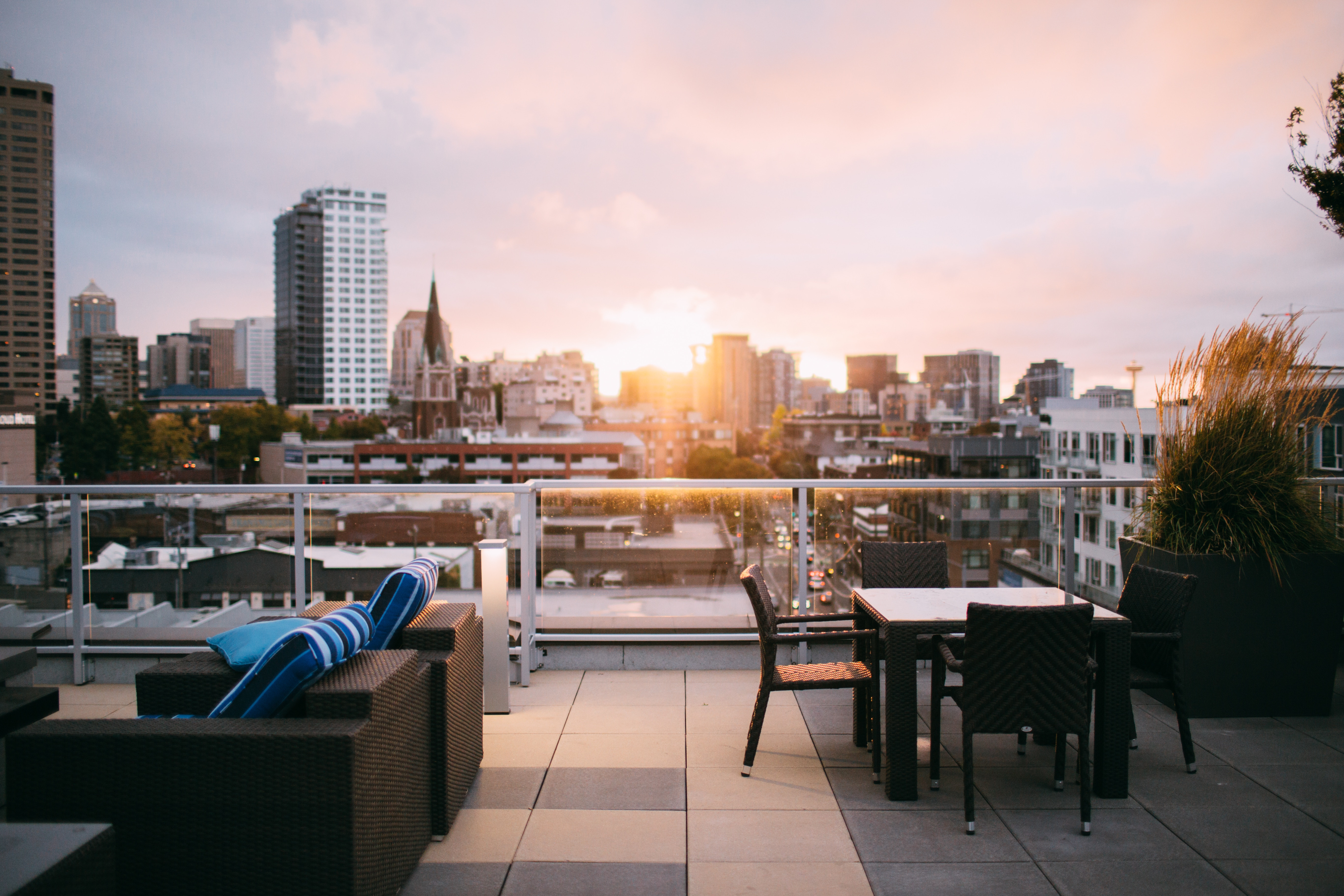 terrasse ville coucher de soleil
