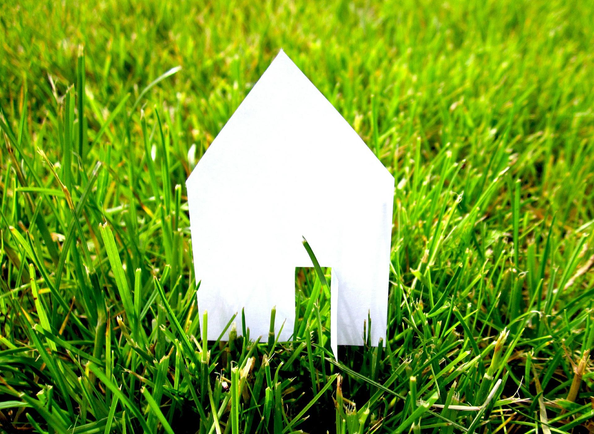 maison papier gazon