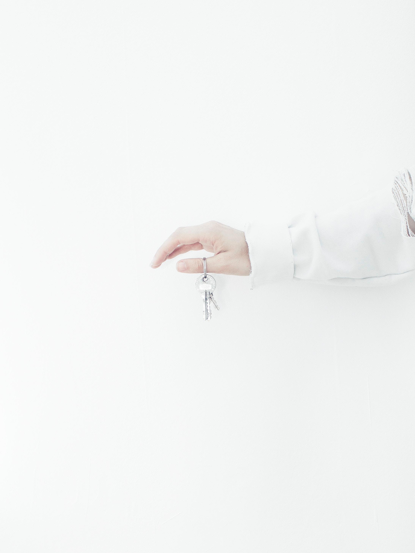 main avec des clefs