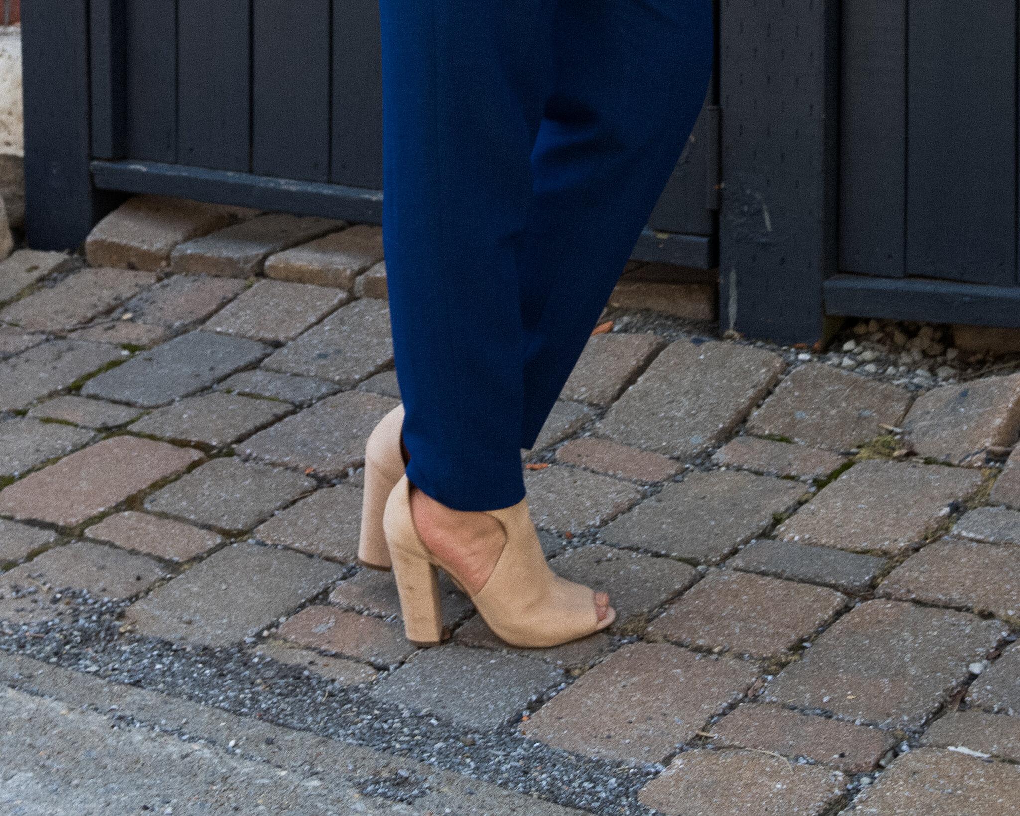 souliers bottillons beige aldo pantalons bleus