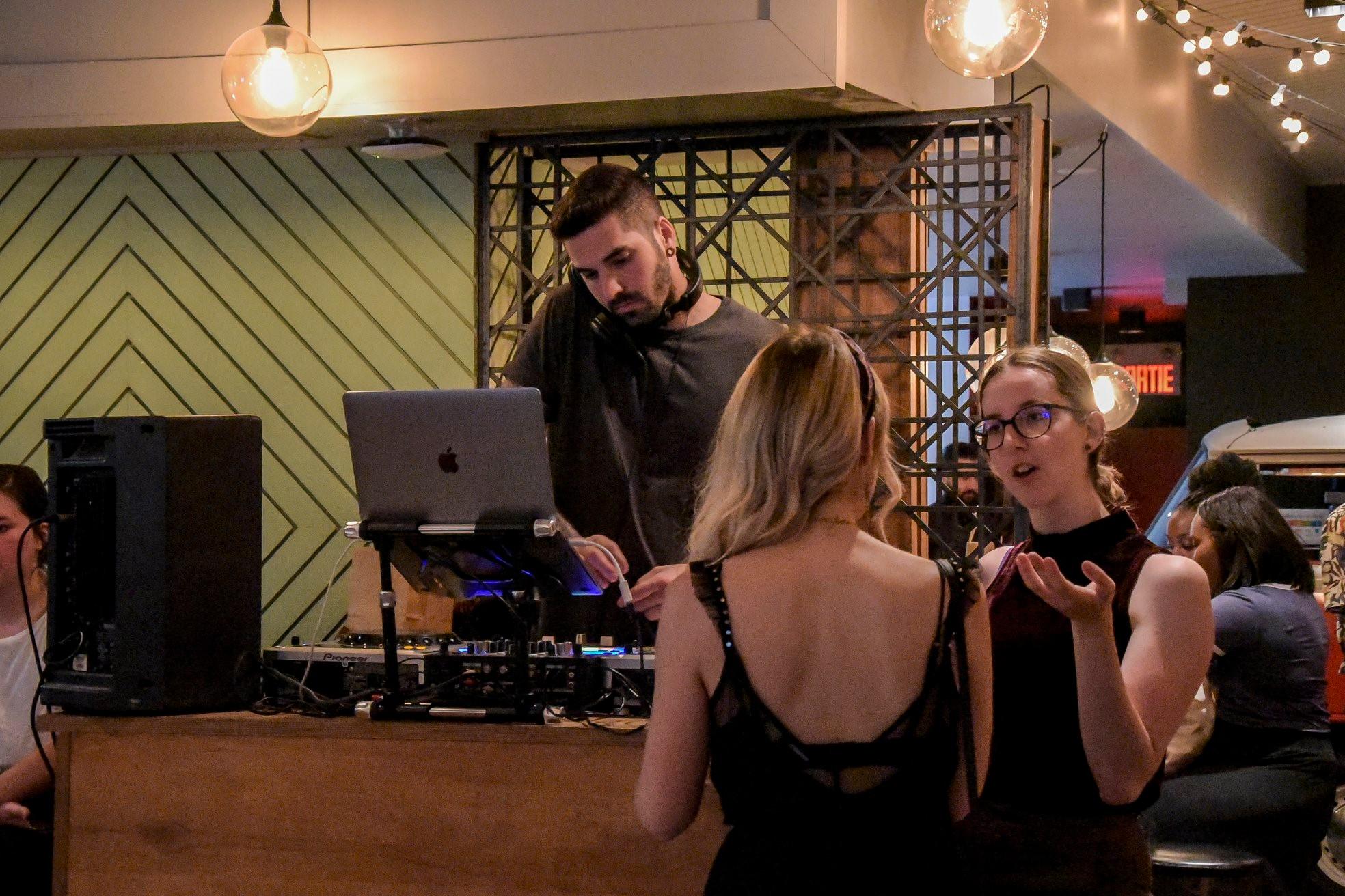 party 6 ans le cahier mtl bar dj