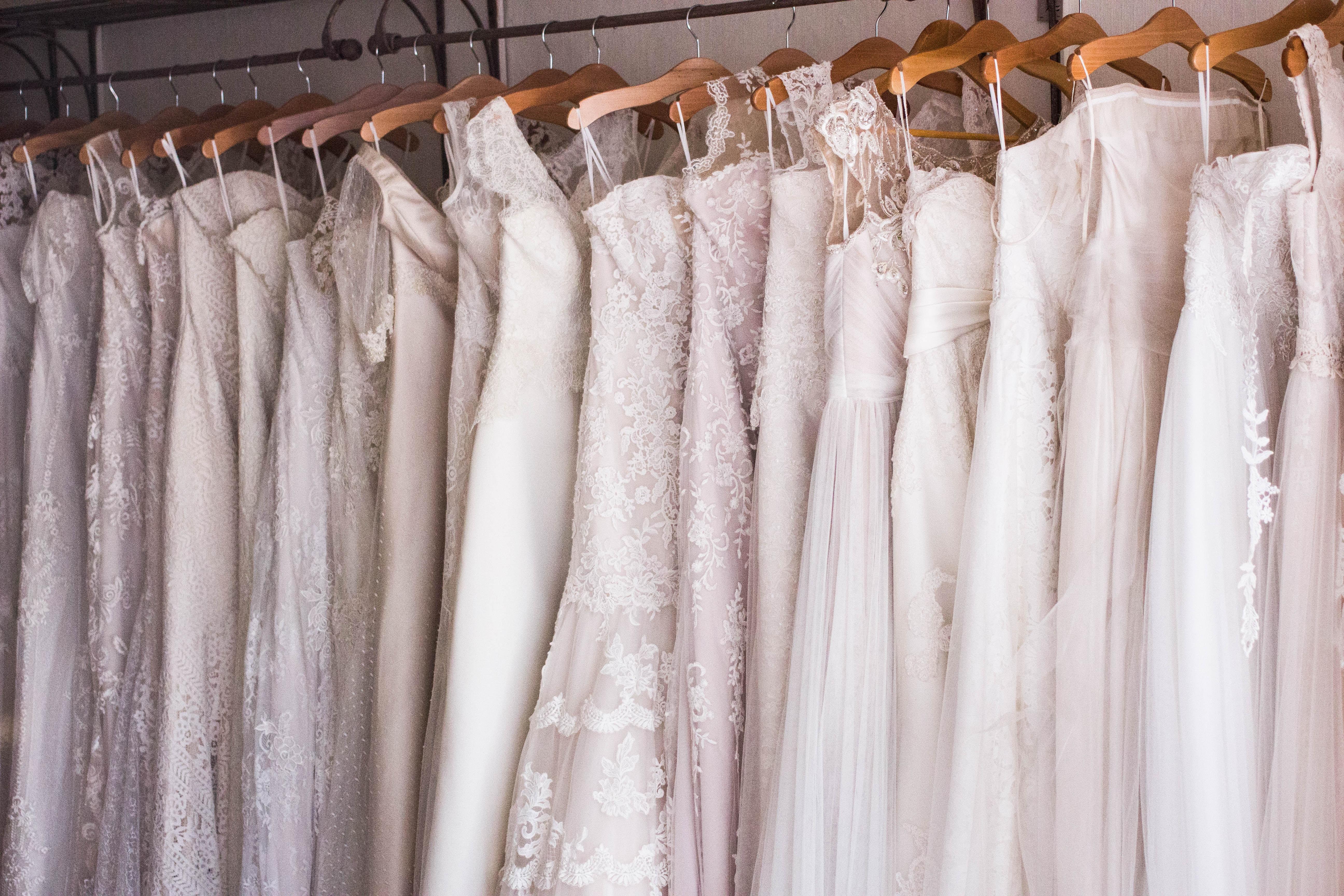 robes de mariée magasin cintres